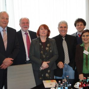 Von links nach rechts: Günter Garbrecht (MdL), Wolfgang Röken (MdL), Britta Altenkamp (MdL), Kadir Daglar, Berat Islam, Nezahat Yildirim. Foto: Wedekind.